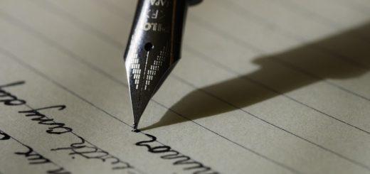 для установления подлинности подписи истца в заявлении об увольнении