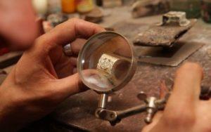 Экспертиза золотых изделий для судов