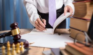 Кто обычно оплачивает судебную экспертизу?