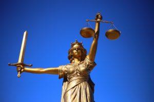 Правовая экспертиза в суде